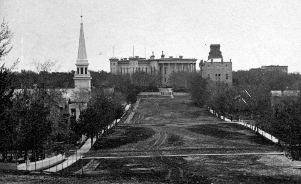 Dome-less state Capitol from unpaved Wisconsin Avenue