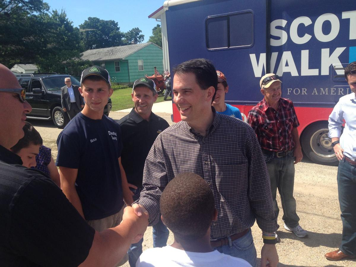 Scott Walker shakes hands with Plainfield Mayor Tom Geise