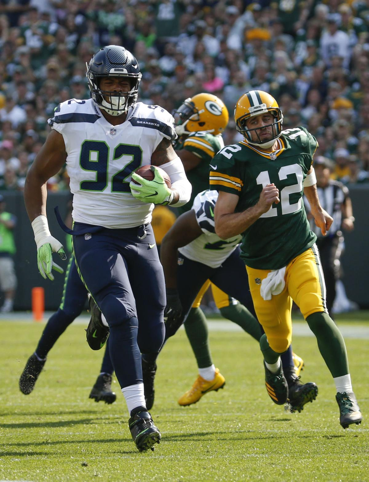 Packers Martellus Bennett quick to stand up for Aaron Rodgers