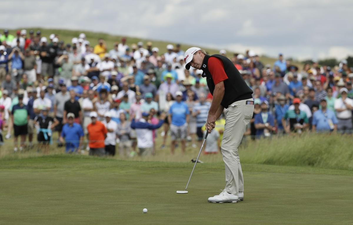 Steve Stricker putts at US Open, AP photo