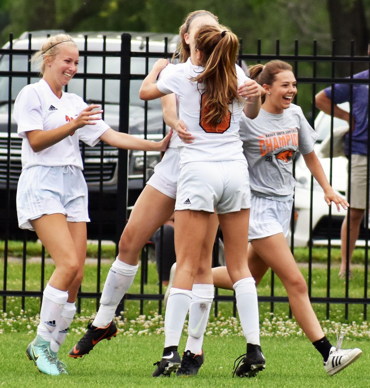 Oregon girls soccer team celebrates state berth