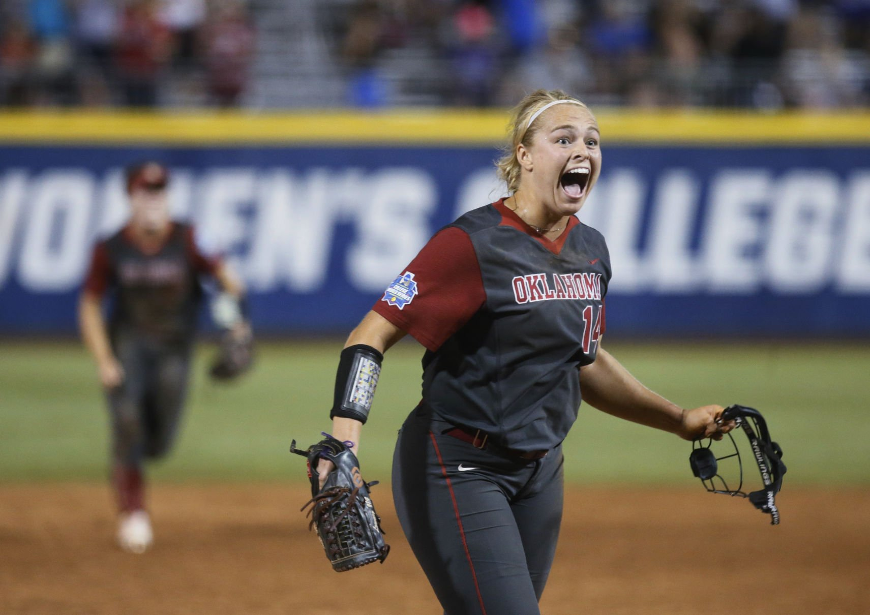 Kleist dominates in relief as Oregon tops Baylor 7-4 in WCWS