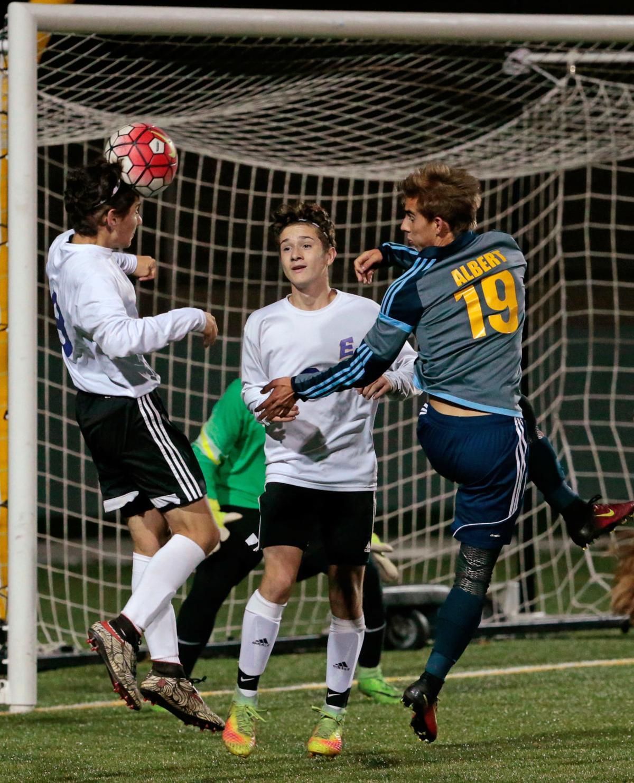 Prep boys soccer photo: Madison East's Josh Cervantes in 2016 regional