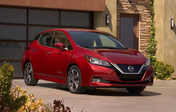 Nissan Unveils Second-Generation 150-Mile LEAF Electric Car