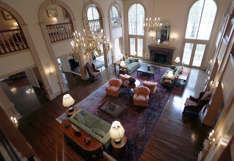 On Wisconsin Huge Door County Mansion Up For Auction
