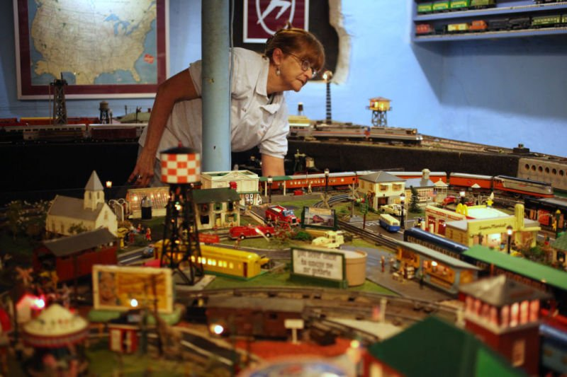 Jan Guthrie at display