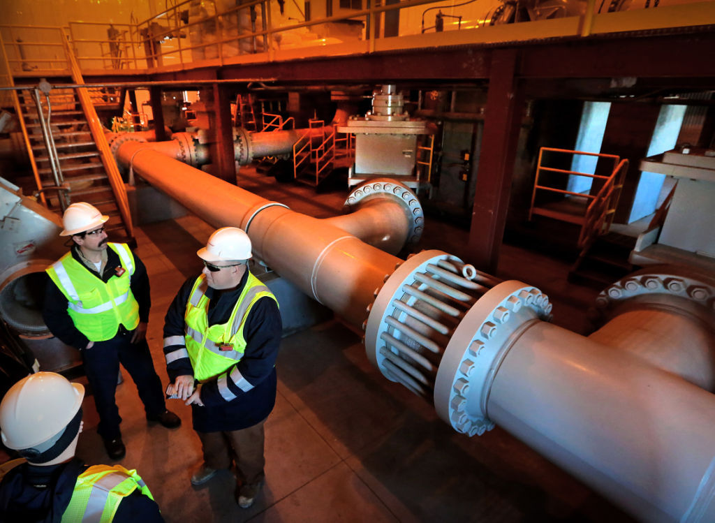 Crude tar sands pumping station
