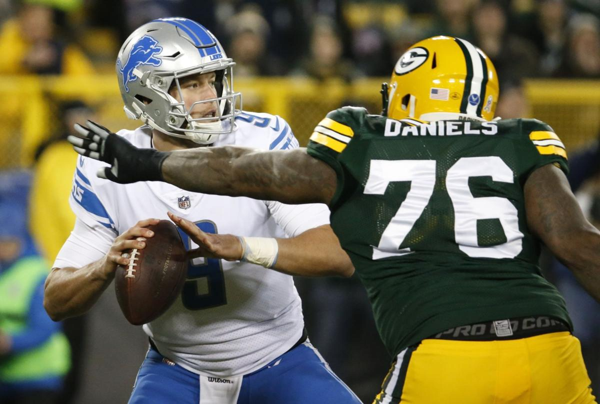 Packers Right tackle Bryan Bulaga suffers knee injury in Green