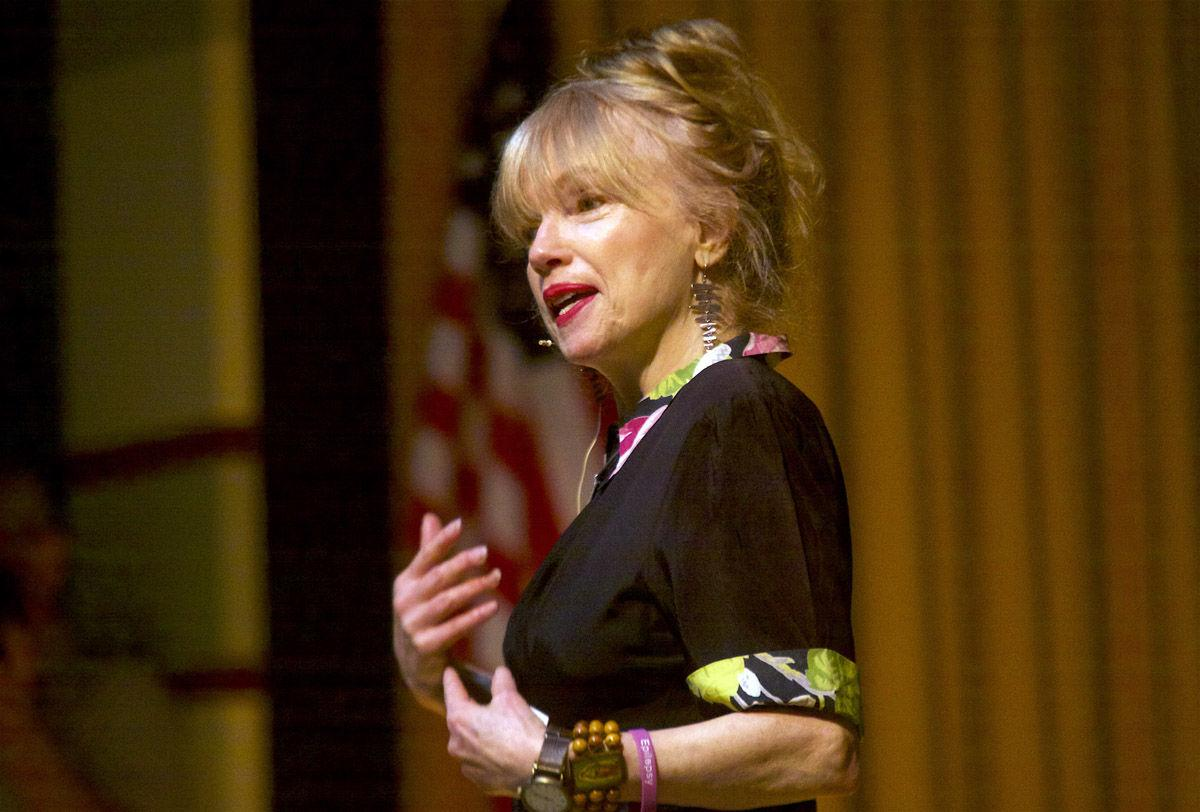 Wells has audience enthralled with tales of life, fiction