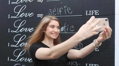 mural selfie