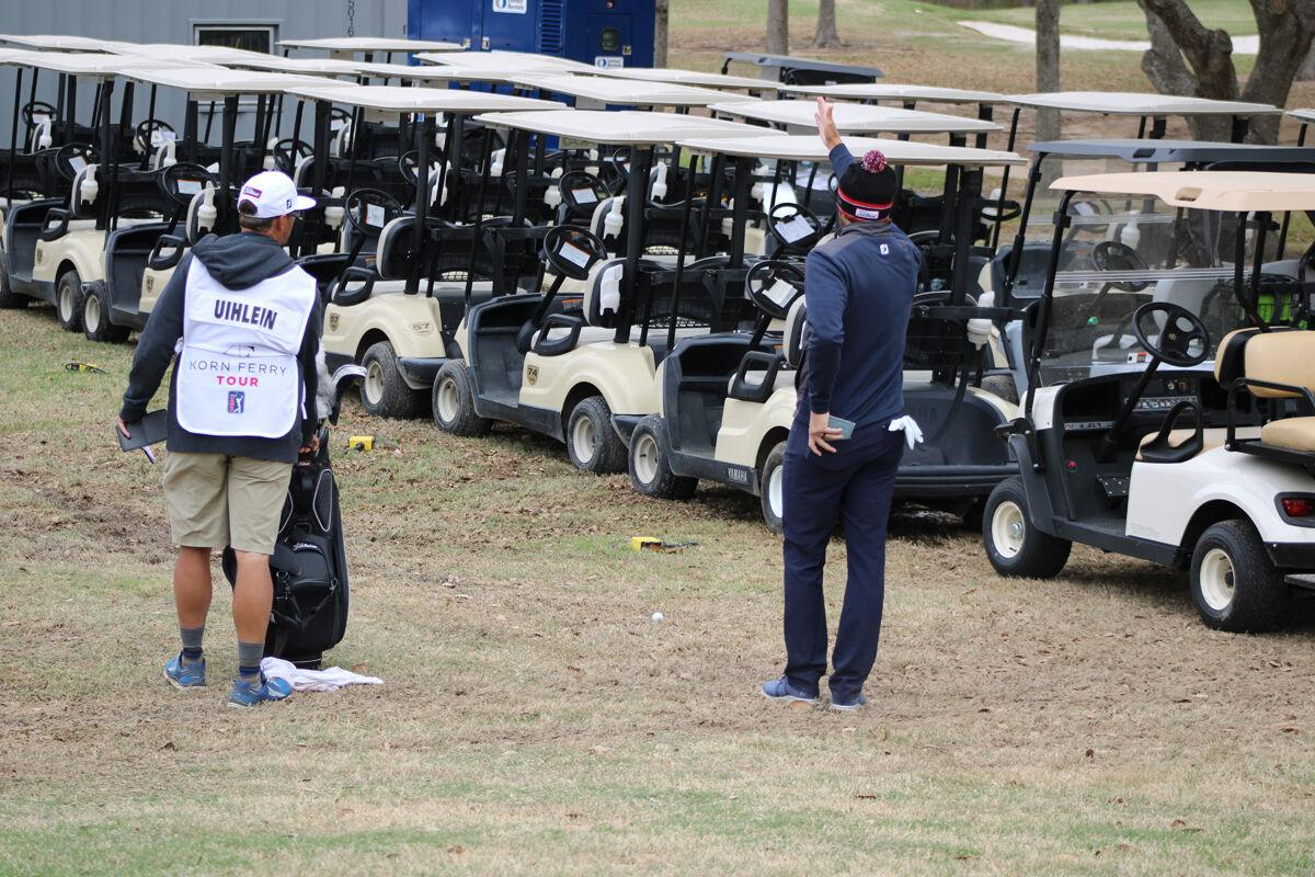 Unconventional par save from behind golf carts helps Uihlein hold onto share of lead at La. Open Friday