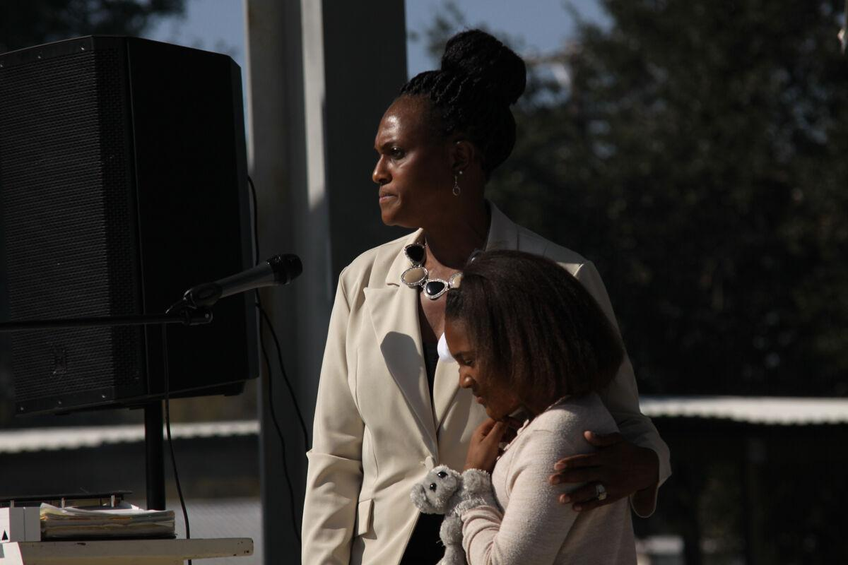 Mitchell rallies supporters over dispute with council