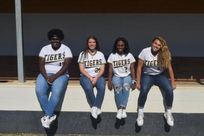 LHS softball seniors proud of careers, helping teach teammates