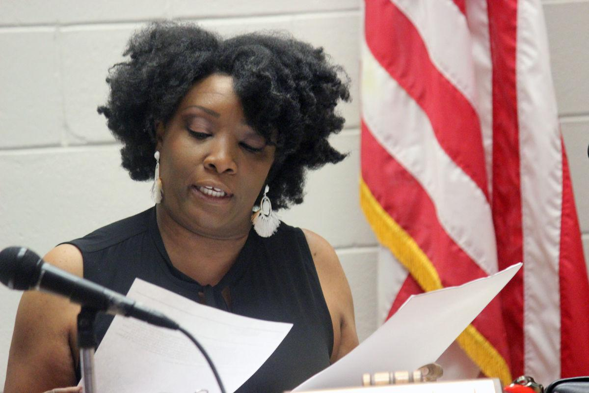 Aprill Foulcard presides over Jeanerette board meeting for final time