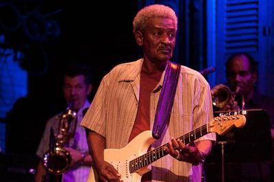 """Pioneering blues, zydeco guitarist Paul """"Lil' Buck"""" Sinegal dies at 75"""