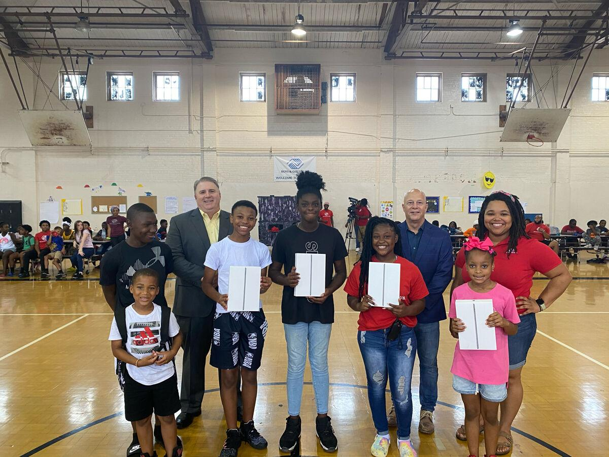 SuddenLink donates 10 iPads to local Boys and Girls Club