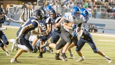 Lockett breaks through Middleton defense