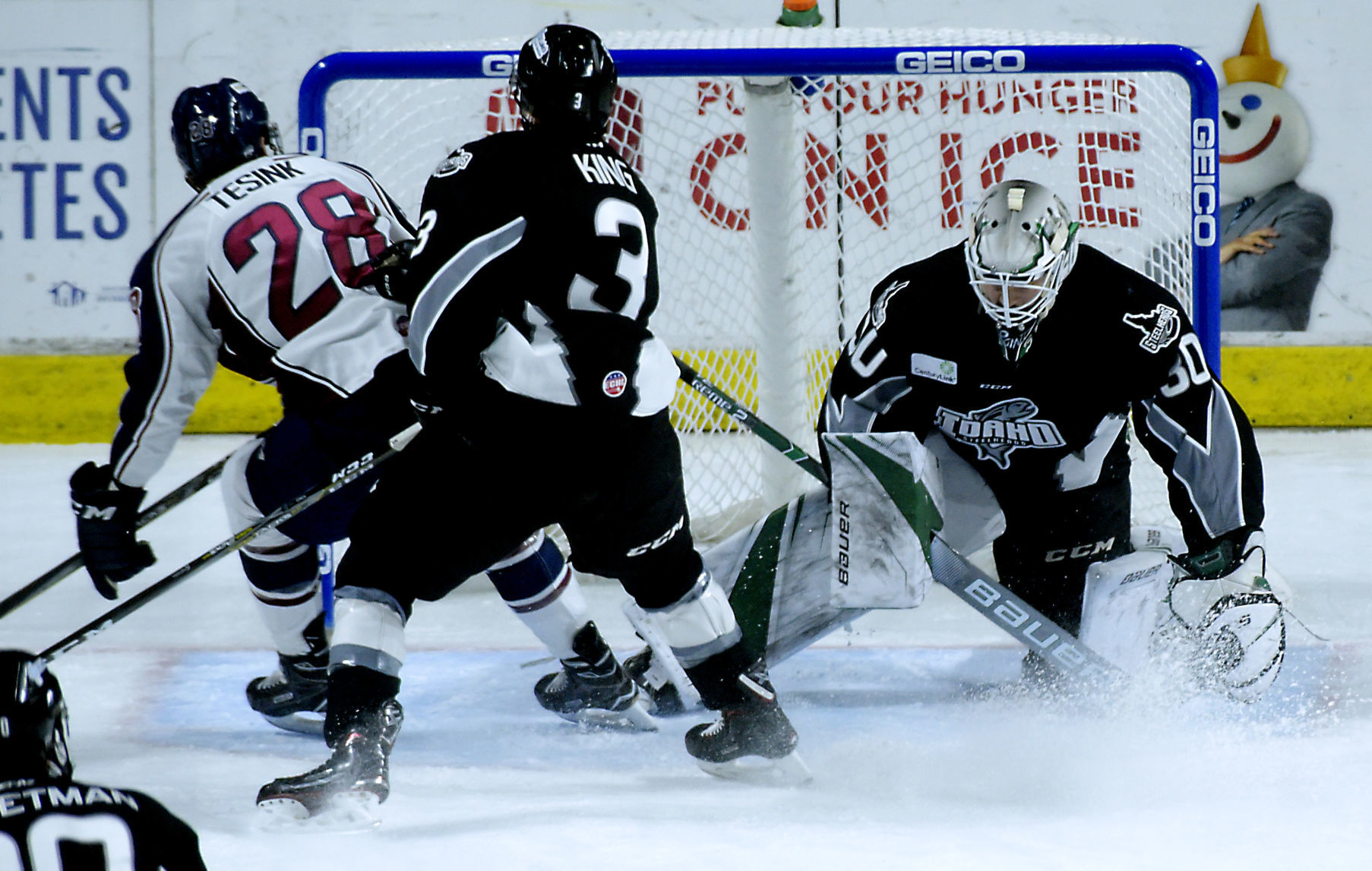 ECHL: Goalkeeper Point Lifts Steelheads In Debut