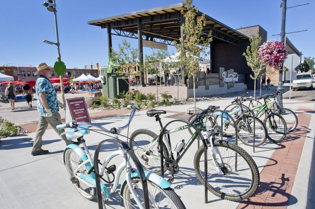 Indian Creek Plaza ribbons cutting