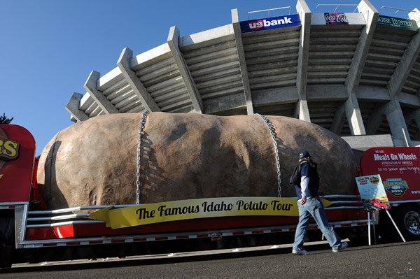World S Largest Potato On Wheels Makes Debut Local