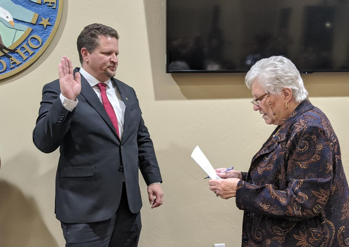 Jason Pierce is sworn in as Eagle's Mayor