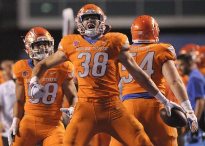 new arrivals b6ba1 1309c Boise State linebacker Leighton Vander Esch declares for NFL ...