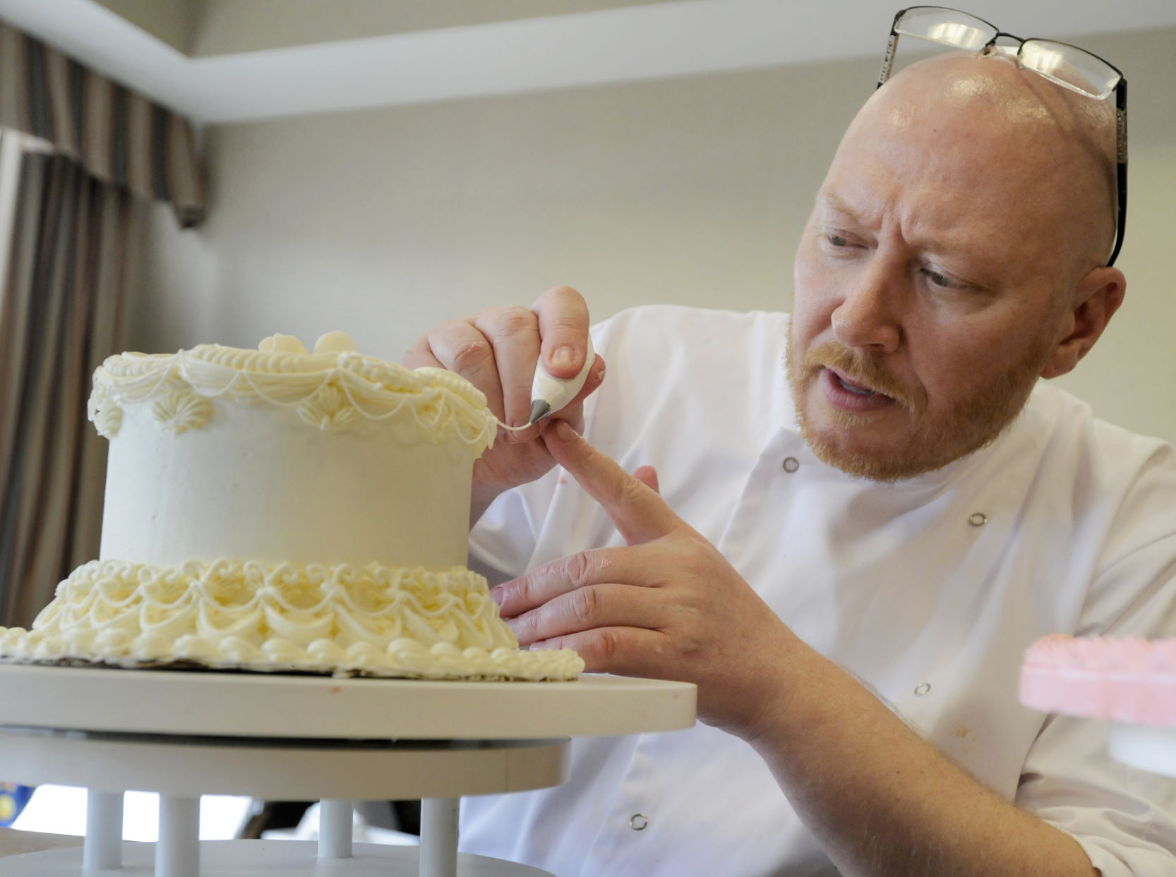 Royal wedding cake decorator offers classes on creating tasty art