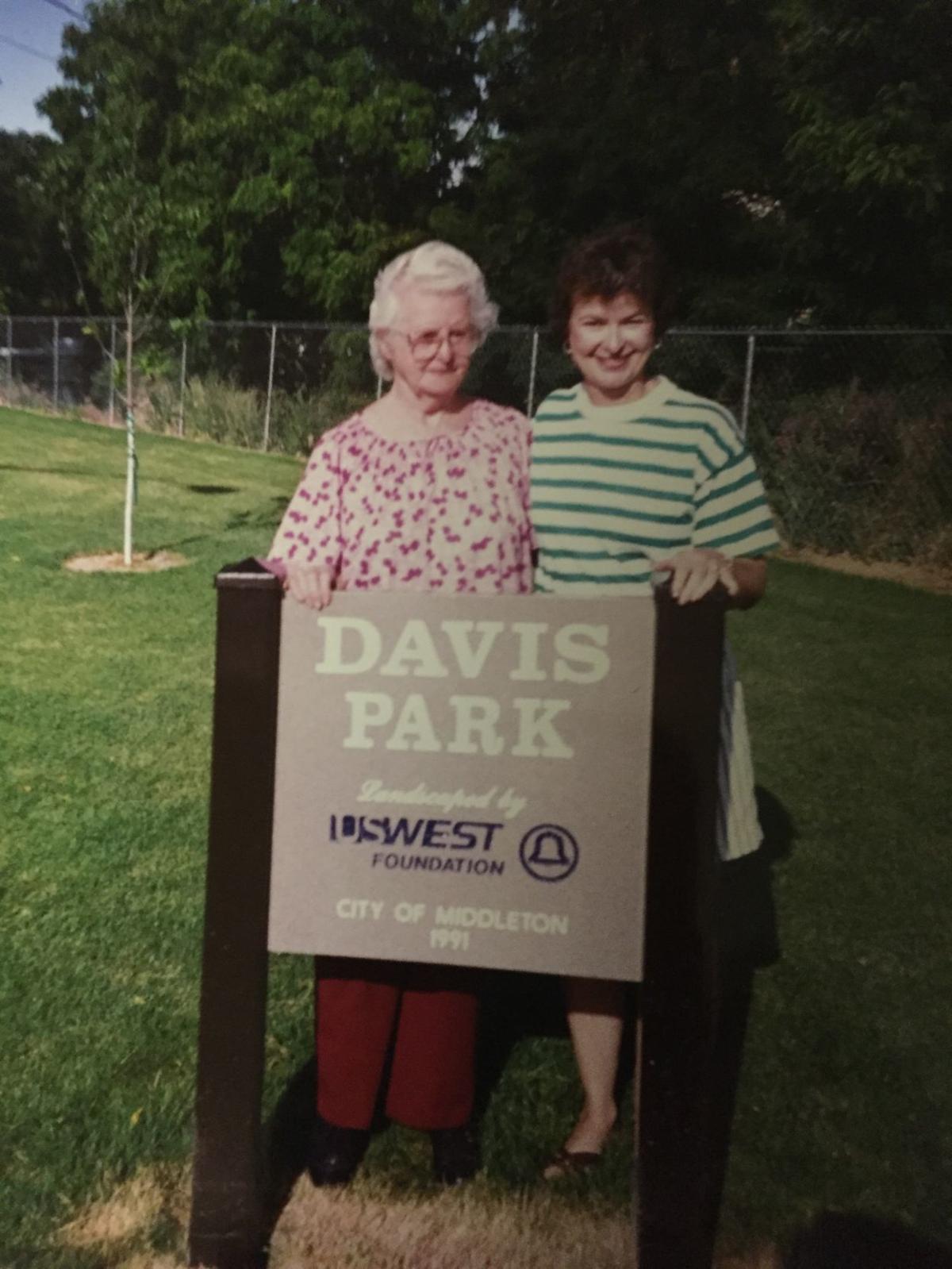 Dorthy Davis and Kaye Henderson