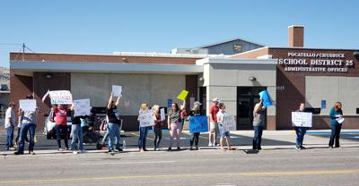 SD25 anti-mask protesters