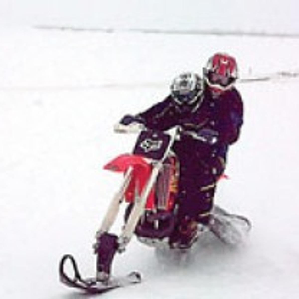 Dirt Bike Snowmobile >> Riding Dirt Bike Converted Into A Snowmobile Is A Lot Of Fun