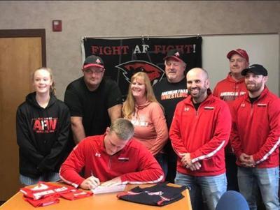 Wyatt Kearn signing