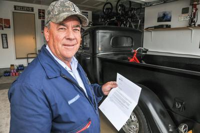 Postman Hockhalter gets letter