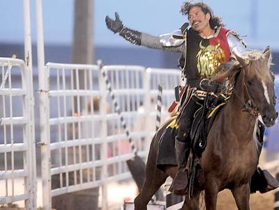 """Swords clash, sparks fly — """"knights"""" put on a show at fairgrounds in Pocatello"""