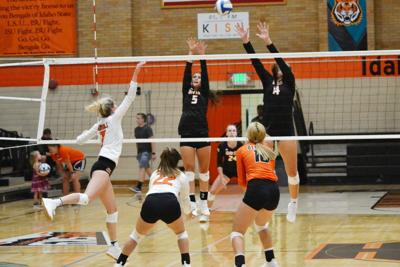 ISU volleyball orange and black scrimmage