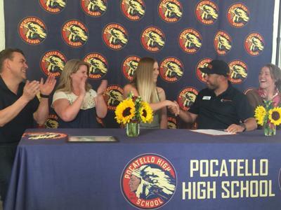 Nicole Davis signing