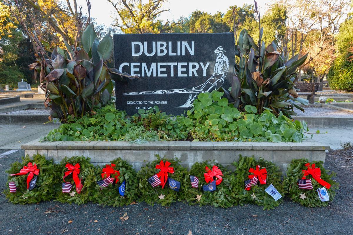 Dub Wreaths  12-20-20 096