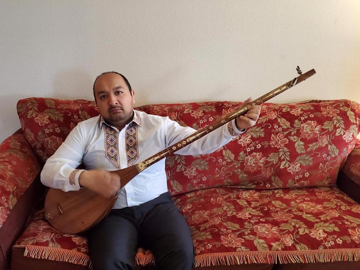 Duttar Instrument played by Turghun Kashgari