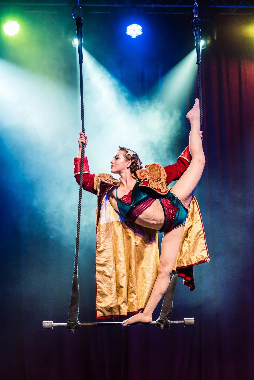 Aerialist performs at Cirque Mechanics