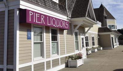 190822ind Pier Liquors