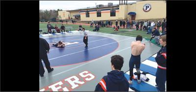 Outside wrestling match