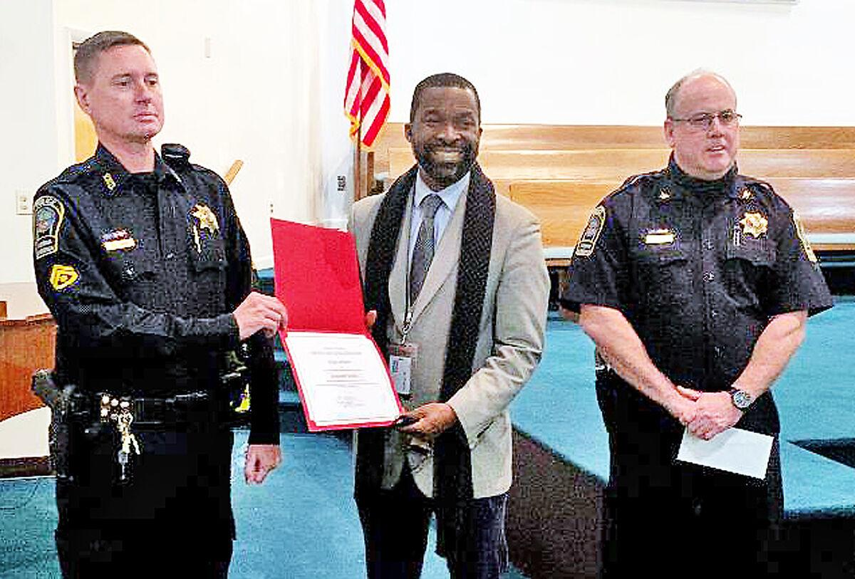 Vienna police officers win life-saving accolades 1