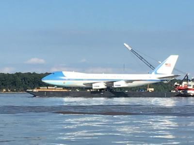 Replica Air Force One On the Potomac