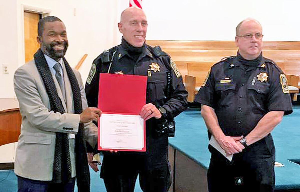 Vienna police officers win life-saving accolades 2