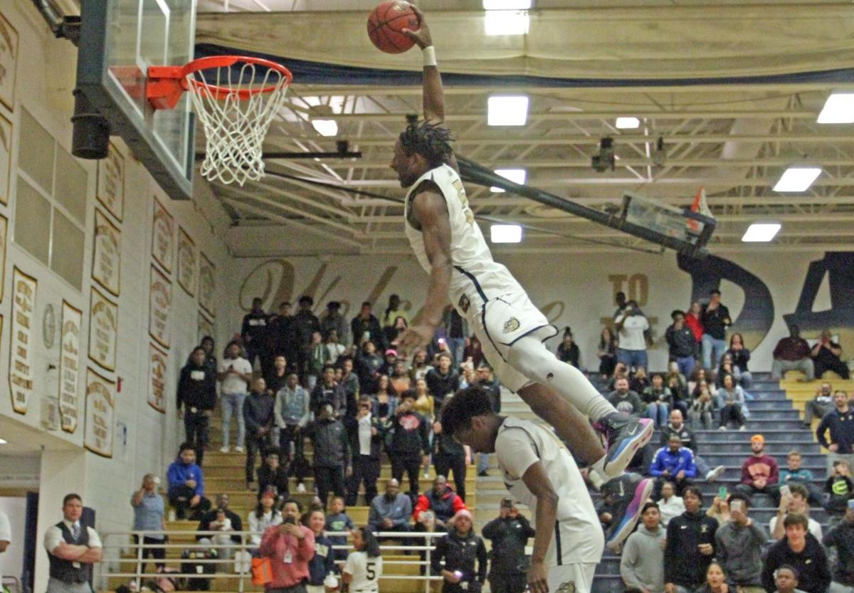 Emonte Vaught dunk.jpg
