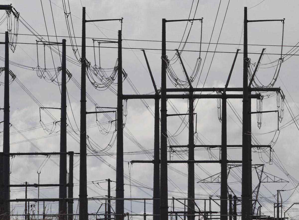 Lawmakers make pitch to bury controversial power lines