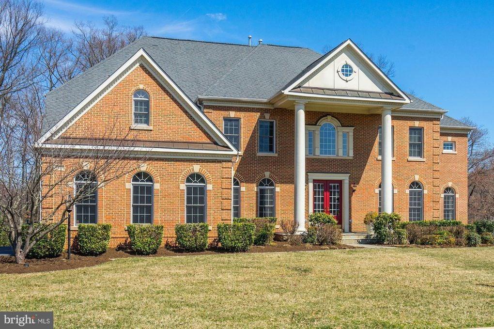 3409 Meyer Woods Ln, Fairfax, VA 22033