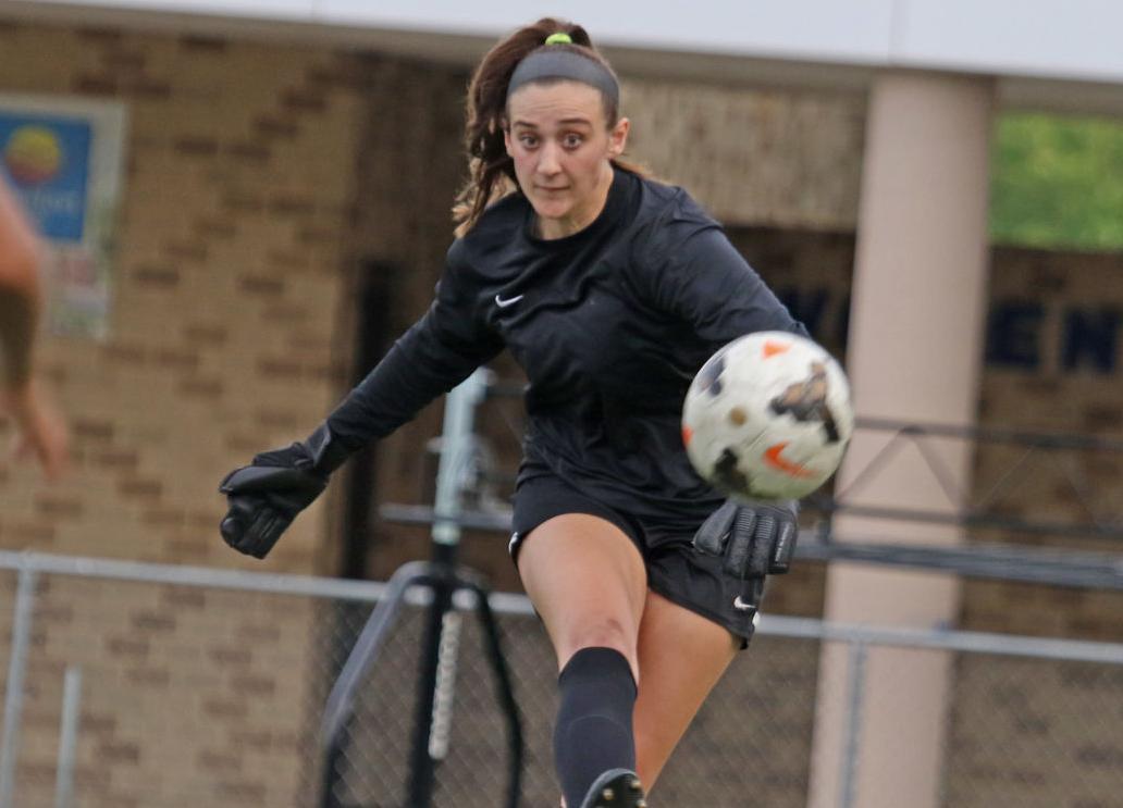 Woodbridge goalie Zoe Doughty2.jpg