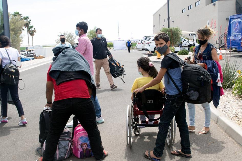 Asylum seekers dropped off in S. Ariz. towns that have few resources get help from nonprofits