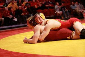 ISU wrestling defeats Michigan State, moves to 4-0