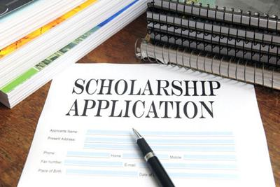 Carstens: Scholarships should only be based on financial